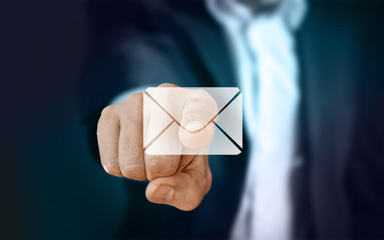 businessman 2956974 1280 - Configurar Prestashop para recibir notificaciones de pedidos y productos